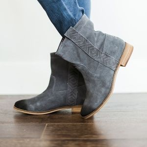 TOMS Women Laurel Burnished Suede Boot